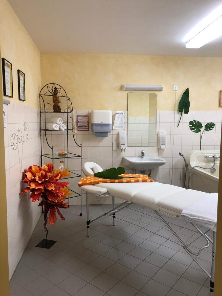 Wenn aus einem Bewohnerbad im Pflegeheim ein Massageraum wird.