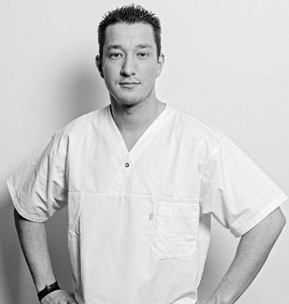 """KORIAN Mitarbeiter und erfolgreicher Rapper: Dustin Struwe alias """"DenaMusik""""."""