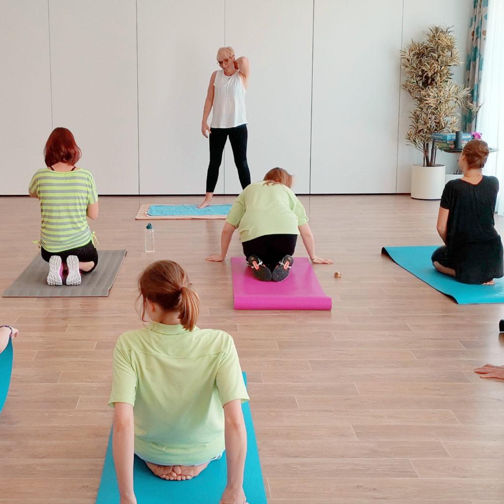 Fit im Seniorenheim - im KORIAN-Haus in Leipzig profitieren die Mitarbeiter von dem einmal wöchentlich stattfinden Sportprogramm.