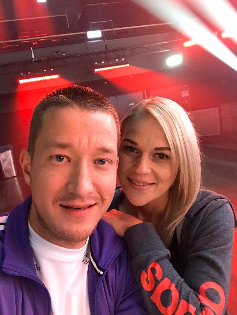 KORIAN-Mitarbeiter Dustin Struwe und seine Freundin Lena.